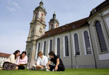 В Швейцарии обучение в ПТУ теперь будет на английском языке